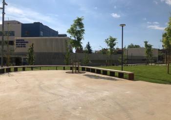 El 'parc' que s'inaugura és en un espai on abans de fer-hi el pàrquing ja hi havia gespa i arbres frondosos